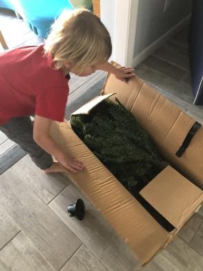 christmas-tree-decorating (1)