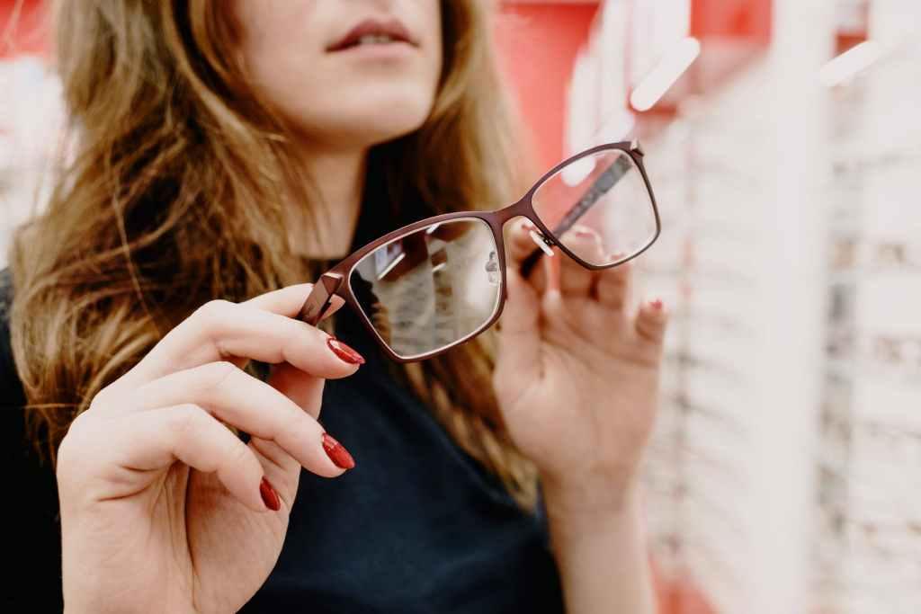 eyeglass wearing tips